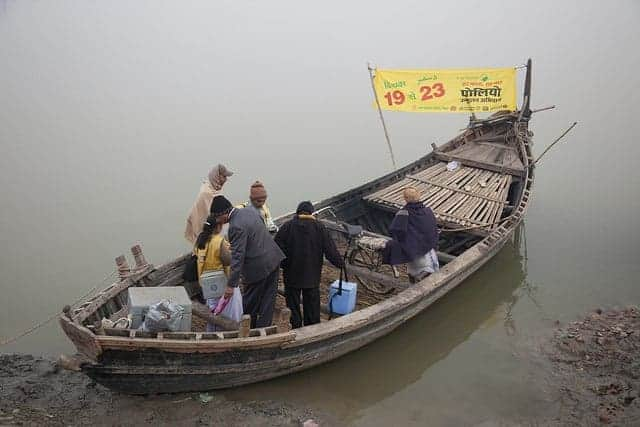 Polio vaccination team crosses the Ganges in India