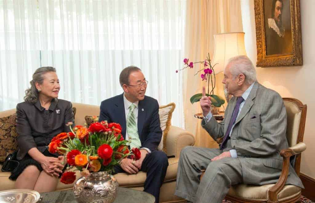 Ban Ki-moon, his wife, Yoo Soon-taek, meet with former Secretary-General Javier Pérez de Cuéllar in Lima, Peru.