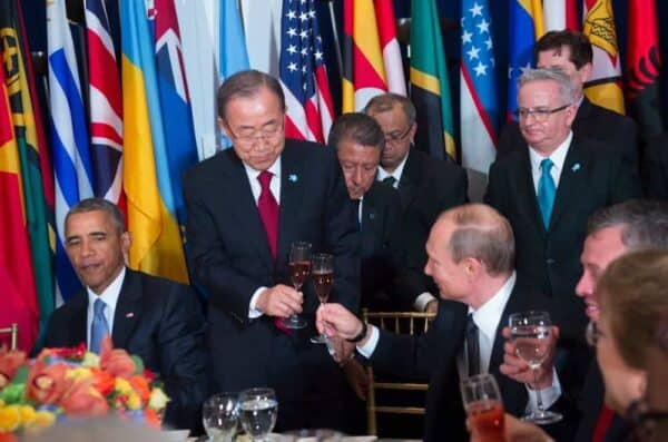 Frosty relations did not keep Presidents Obama and Putin from eating lunch at Ban Ki-moon's heads of state luncheon on Sept. 28, 2015. AMANDA VOISARD/UN PHOTO