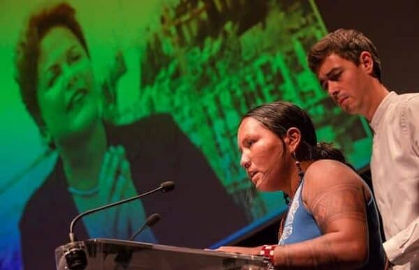 Members of the Munduruku people in Brazil won a UN prize at the climate conference in Paris for their resistance movement in the Amazon. Behind them is Brazil's president, Dilma Rousseff, who presented plans to cut carbon emissions drastically by 2030